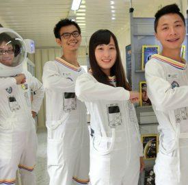 12米高巨大太空飛船 停降新竹