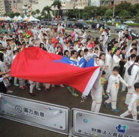 昌益國慶英雄路跑 5000名太空人隊伍好壯觀
