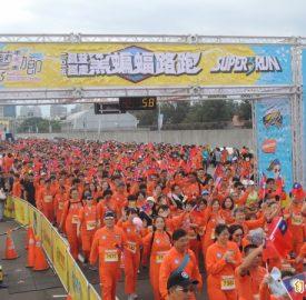 國慶「黑蝙蝠路跑」 5000人跑進空軍基地